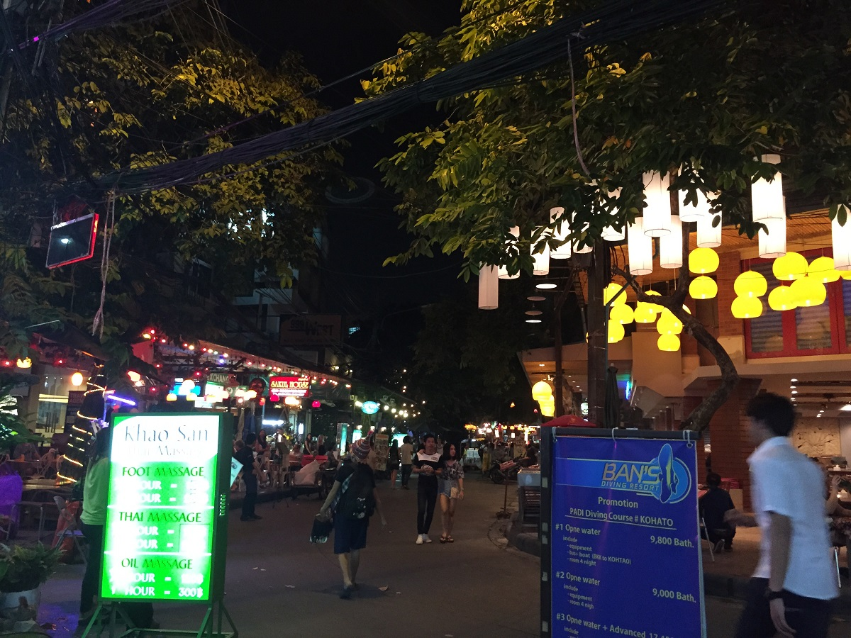 Strolling at Khao San Road for Dinner